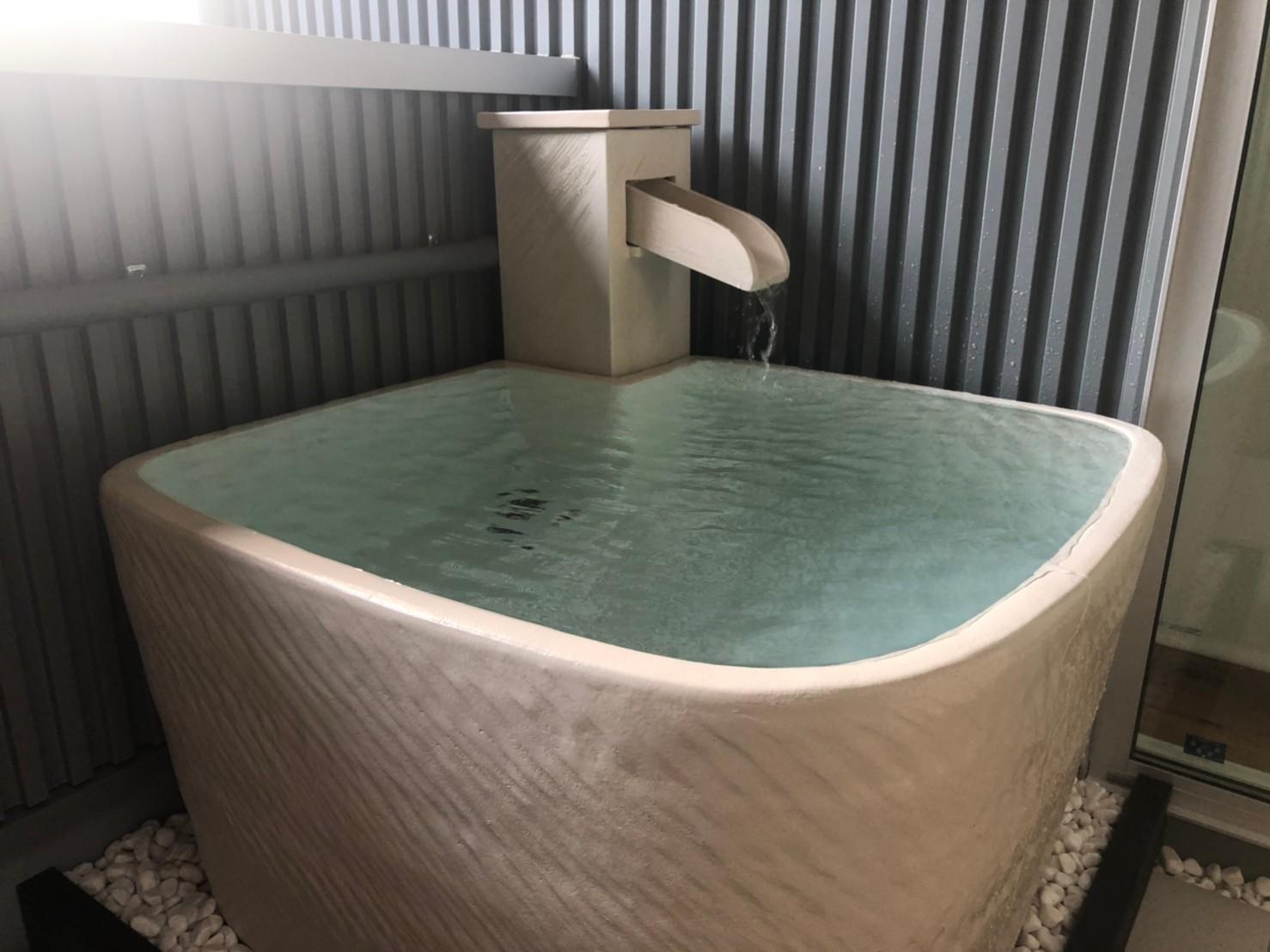白斑点角型浴槽